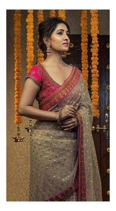 Sari Design, Silk Saree Blouse Designs, Bridal Blouse Designs, Blouse Patterns, Traditional Blouse Designs, Traditional Silk Saree, Saree Designs Party Wear, Fancy Sarees Party Wear, Wedding Saree Collection