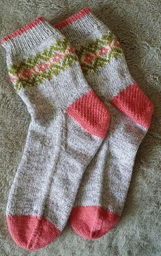 """To me, nothing says """"happy"""" better than a cheerful pair of patterned socks - Knitting Diy Knitting Socks, Knitting Yarn, Baby Knitting, Knit Socks, Baby Boy Booties, Yarn Inspiration, Patterned Socks, Fashion Socks, Textiles"""