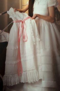 Adorable faldón de bautizo de mi princesa Carlota ~*020*~❤️ Adorable faldón de Batista Suiza, entredoses y puntillas de Chantilly*~❤️