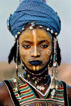 Steve McCurry, Young Wodaabe Man, Tahoua, Niger, 1986 © Steve McCurry.