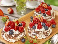 Minipavlova Oreo Dessert, Spaghetti Eis Dessert, Waffles, Pancakes, Fudge Brownies, Fika, Frosting, Bakery, Cheesecake