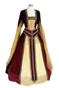 Beautiful Medieval Gown size 22-26 - stunning!