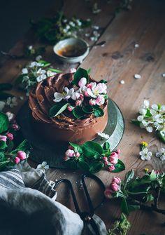 delta-breezes:  Almond Cake w/Chocolate Frosting {GF} | Call Me Cupcake