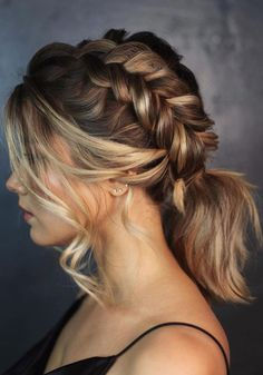 Hot Wedding Hair Trends 2020 ★ wedding hair trends medium hair ponytail with side braid and loose curls kiramaslik Medium Hair Ponytail, Cute Hairstyles For Medium Hair, Medium Hair Styles, Easy Hairstyles, Curly Hair Styles, Indian Hairstyles, Spring Hairstyles, Hair Medium, Hairstyles Pictures
