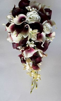 30 Luxurious Calla Lily Bouquet Burgundy For Best Wedding Bouquet Lily Bouquet Wedding, Cascading Bridal Bouquets, Wedding Flower Guide, Calla Lily Bouquet, Calla Lillies, White Wedding Bouquets, Bridal Flowers, Lilies Flowers, Cascade Bouquet