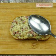 Mai bun decât pizza și se prepară cu mult mai ușor - tartine fierbinți cu ciuperci! - savuros.info Pizza, Spinach Stuffed Chicken, Food And Drink, Foods, Vegan, Cooking, Tableware, Pie, Eten