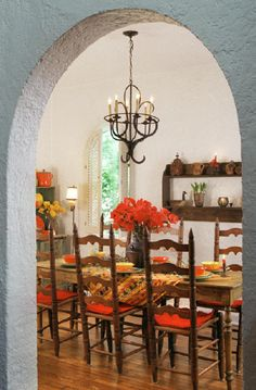 Bed and Breakfast in Corpus Christi, TX.--Villa la Casita---a Villa by the bay. The smell of fresh herbs fill the Dinning Room.-------------------------------------------Photo by: Reba Graham Farmhouse Dining Room Table, Dining Room Table Decor, Farmhouse Living Room Furniture, Modern Farmhouse Interiors, Farmhouse Bedroom Decor, Farmhouse Kitchen Decor, Dining Room Design, Room Chairs, Dining Rooms