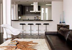 A cozinha americana é aquela em que apenas parte da parede é derrubada para a integração do ambiente.