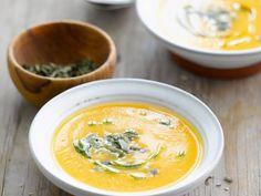 Kürbissuppe mit Blumenkohl und Kernen