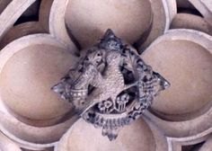 ANNE'S FALCON BADGE / HAMPTON COURT PALACE