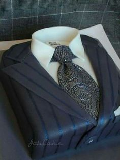 Love the detail in the tie of this men's suit cake! Great as a Groom's cake, Father's Day, and more! Gorgeous Cakes, Pretty Cakes, Cute Cakes, Amazing Cakes, Unique Cakes, Creative Cakes, Mercedes Torte, Fondant Cakes, Cupcake Cakes