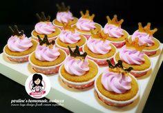 Crown tags - design fresh cream cupcakes