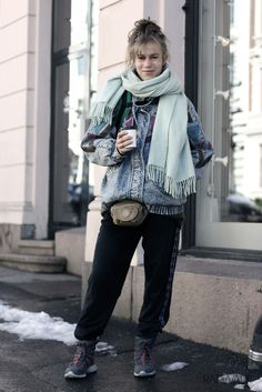 Street style // Outfit, ootd, layers, denim, champions