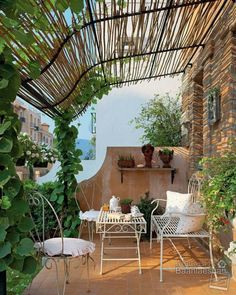 Bring a little Tuscan flavour to your balcony with a rustic bamboo and metal frame shelter. It brings shade during the summer and protection if things get a little windy. What's more, it makes a great trellis for climbing plants. Finish the look with vintage metal chairs. Bello.