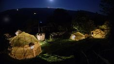 La Pacha Hostel offers spacious geodesic tents located on a rural coffee farm in the rolling hills of San Gil. La Pacha Hostel San Gil Colombia R:Santander hotel Hotels San Gil, Glamping, Camping Con Glamour, Coffee Farm, Time Travel, Villa, Tents, Aurora, Google