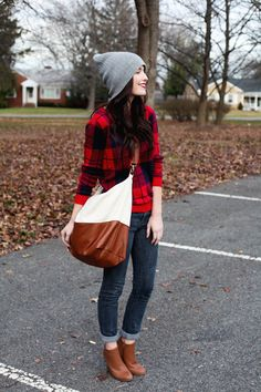 beanie, plaid, rolled jeans, shoulder satchel (such a great outfit! Fall Winter Outfits, Autumn Winter Fashion, Fall Fashion, Winter Style, Plaid Fashion, Rolled Jeans, Fashion Outfits, Womens Fashion, Fashion Trends