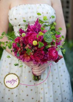 DIY Briadal flower bouquets : DIY wedding flowers DIY  Make a Wild Flower Mart Wedding Bouquet