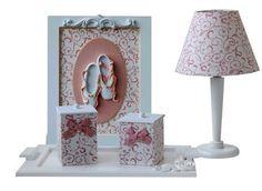 Lindo kit da Bambole Store para decorar quarto de bebê! Acesse aqui e veja este e outros produtos maravilhosos para quarto de bebê: http://mamaepratica.com.br/2015/02/27/5-temas-coringas-para-decorar-o-quarto-de-bebe-bambole-store/ Foto: Bambole Store