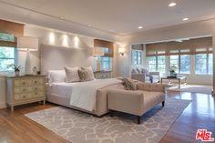 Já imaginou morar na casa que já foi da Tyra Banks? E já imaginou se essa casa fica no cep mais famoso do mundo, o 90210? Pois bem, enquanto a gente não ganha na Mega da virada, a apresentadora (do melhor reality de todos!) colocou sua mansão à venda por U$7.75 milhões de dólares (o […]