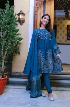 Net Dresses Pakistani, Pakistani Girl, Pakistani Dress Design, Pakistani Actress, Stylish Tops For Women, Stylish Dresses For Girls, Girls Dresses, Indian Designer Outfits, Designer Dresses