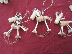 Corchos caballos ornamentos arbol NAvidad DIY Wine Cork Horse Ornament by… Cork Christmas Trees, Western Christmas, Christmas Fun, Wine Craft, Wine Cork Crafts, Wine Cork Ornaments, Christmas Tree Ornaments, Ornaments Ideas, Snowman Ornaments