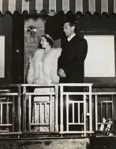 The Royal Collection: King George VI and Queen Elizabeth depart Montreal for Ottawa, Canada, 1939 Uk History, British History, Queen Mother, Queen Mary, Lady Elizabeth, Royal Collection Trust, Royal King, Royal Blood, Prince Phillip