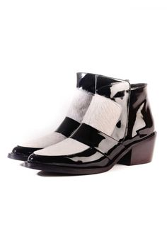 Patent leather ankle boot with side zip opening. Heel Height 5.5 cm. Billie by CHAO. Shoes - Booties - Heeled Buenos Aires, Argentina
