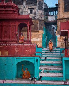 he sadhus around Ganga Artii Ghat, Varanasi Ancient Greek Architecture, Cultural Architecture, Gothic Architecture, Travel Pictures, Cool Pictures, Stage Yoga, Meditation France, Yoga Lyon, Watercolor Architecture