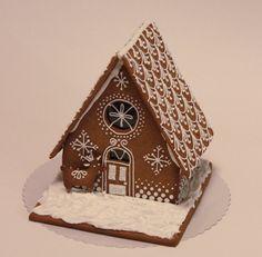 Kuvahaun tulos haulle piparkakkutalon koristelu Xmas Party, Christmas Tree, Christmas Ideas, Snowflakes, Icing, Food And Drink, Sweets, Gingerbread Houses, Candles