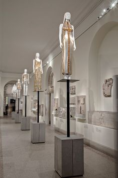 DS+R sets the stage for the MET's 'heavenly bodies' exhibition Museum Exhibition Design, Exhibition Display, Exhibition Space, Design Museum, Exhibition Stands, Stand Design, Display Design, Design Design, Graphic Design