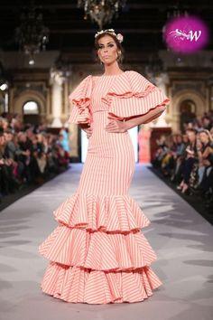 We Love Flamenco 2018 - Jose Luis Zambonino Frill Dress, Peplum, Mardi Gras Costumes, Spanish Fashion, Fashion Sewing, Baby Girl Dresses, Lovely Dresses, Hippie Chic, Summer Looks
