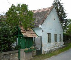 A Rédey-ház Nemesvitán Cabin, Country, House Styles, Hungary, Sweet, Home Decor, Candy, Decoration Home, Rural Area