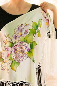 "Mantoncillo en seda pintada a mano, motivo: ""rosas"""