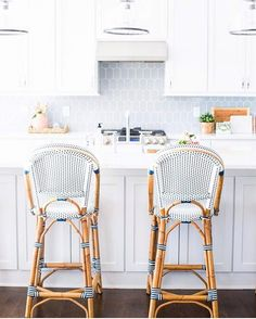 "815 Likes, 24 Comments - Erin Wheeler (@sunnycirclestudio) on Instagram: ""This stunning bright and crisp kitchen from @briahammelinteriors stole the show the #decorcrushing…"""