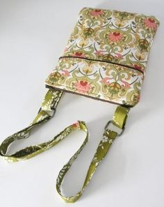 Name: 'Sewing : Traveling e-reader Hipster PDF sewing pae-reader Hipster bag! yard of 3 coordinating/contrasting fabrics, batting or fleece, thread, 2 zippers and rectangle purse rings!like moms bag Watch out vera bradley!This might be a good pattern Purse Patterns, Pdf Sewing Patterns, Sewing Kit, Sewing Basics, Handmade Handbags, Handmade Bags, Sewing Crafts, Sewing Projects, Diy Sac