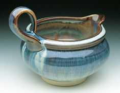Bill Campbell pottery: although I am lately all eyes for porcelain dinnerware, the finished appearance of this piece is really attractive.