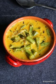 Vendakka paal curry is a Kerala speciality,mildly spiced coconut milk based curry that goes well with rice.This tastes similar to okra stew. Okra Curry, Okra Stew, Curry Stew, Veg Curry, Okra Recipes, Curry Recipes, Veggie Recipes, Indian Food Recipes, Kerala Recipes