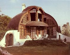 Villa Richter by architect Imre Makovecz via Research into Organic Design. Sustainable Architecture, Amazing Architecture, Architecture Design, Wooden Architecture, Gaudi, Architecture Organique, Unusual Buildings, Dome House, Brutalist