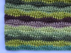 This lovely pattern creates a softly undulating wavy stripe using three basic crochet stitches. Crochet Wave Pattern, Christmas Crochet Patterns, Granny Square Crochet Pattern, Crochet Stitches Patterns, Crochet For Beginners Blanket, Crochet Basics, Afghan Stitch, Modern Crochet, Couture