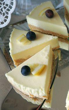 Ihr sucht etwas für den Kaffee wollt aber keine schwere Torte backen? Dann ist diese erfrischende Zitronen-Philadelphia-Torte perfekt. Jetzt auf www.kleinekostbarkeit.de/zitronen-philadelphia-torte