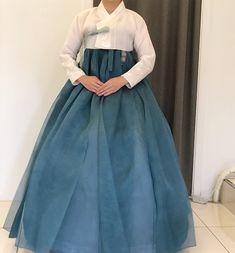 Korean Hanbok, Korean Dress, Korean Outfits, Korean Traditional Dress, Traditional Dresses, Modest Fashion, Fashion Dresses, Asian Style, Korean Fashion