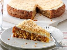 Discover our truly delicious yet incredibly simple recipe for a quick and fluffy banana cake. Sweet Recipes, Cake Recipes, Banana Snacks, Pastel Cakes, Czech Recipes, Cheesecake Cake, Sweet Pastries, Cake Ingredients, Round Cakes