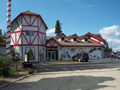 Santa Claus House in North Pole, Alaska. One of my family's favorite memories. Can't wait to go again Santa Claus House, Santa Clause, Wonderful Places, Beautiful Places, Alaska The Last Frontier, Northern Exposure, Alaska Travel, North Pole, Dream Vacations