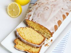 Hornea esta torta de limón y yogurt para la hora del té.  Una receta práctica de Dolli Irigoyen:   http://elgour.me/1EoIoSd #elgourmet #Recetas #Dulces