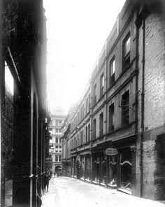 Rowe Street, Sydney, Many of the upstairs apartments were artist's studios Botany Bay, Sydney City, Sense Of Place, Slums, Historical Pictures, Sydney Australia, East Coast, Old World, Old Photos