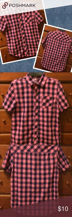 Boys Pink Checkered Shirt Really nice button up shirt. Excellent pre owned condition. Navy Blue & pink.   Sz 14-16. Runs more like 12-14. Bundle & make me an offer! Shirts & Tops Button Down Shirts