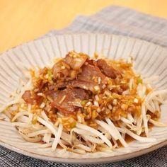 かりかり食感が楽しめるかりかり豚ともやしのねぎソース!豚肉ともやしで簡単に作れちゃう♪ねぎソースとの相性も抜群です! Food Menu, Food And Drink, Cooking, Ethnic Recipes, Japanese Cuisine, Kitchen, Gourmet, Recipes, Brewing