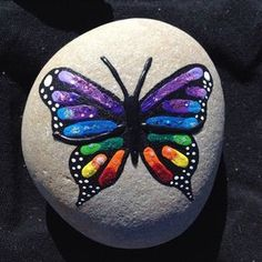 Painted Rock Ideas - Do you need rock painting ideas for spreading rocks around your neighborhood or the Kindness Rocks Project? Here's some inspiration with Creative Ideas for Painted Rocks for GardenEasy Paint Rock For Try at Home (Stone Art & Rock Rock Painting Patterns, Rock Painting Ideas Easy, Rock Painting Designs, Paint Designs, Butterfly Painting Easy, Butterfly Crafts, Pebble Painting, Pebble Art, Stone Painting