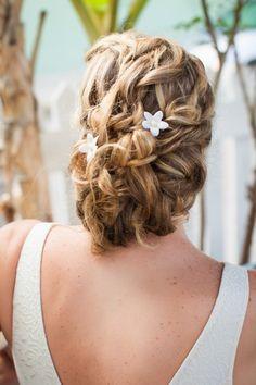 pretty beachy hair style :)