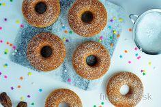 Jednoduché pečené ovsené šišky Donuts Vegan, Healthy Donuts, Healthy Desserts, Healthy Recipes, Oat Flour, Coconut Flour, Beignets, Donut Form, Sweet Breakfast